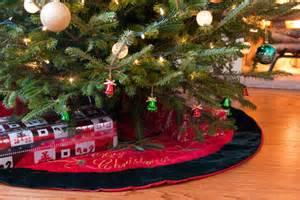 pictures on christmas tree bottom easy diy christmas