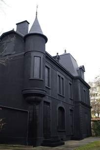 black houses all black house love exterior home pinterest