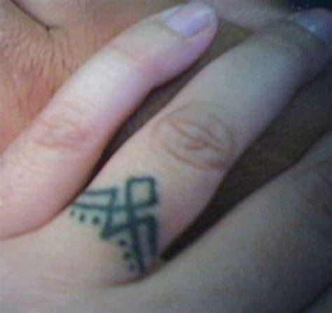 cross tattoo on wedding finger finger tattoo images designs