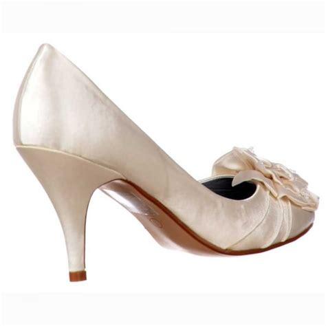 ivory shoes flower shoekandi low kitten heel bridal wedding shoes flower