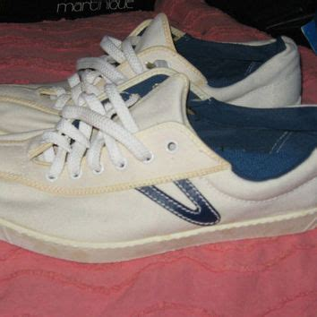 1967 tretorn vintage white w navy blue tennis shoes size 7