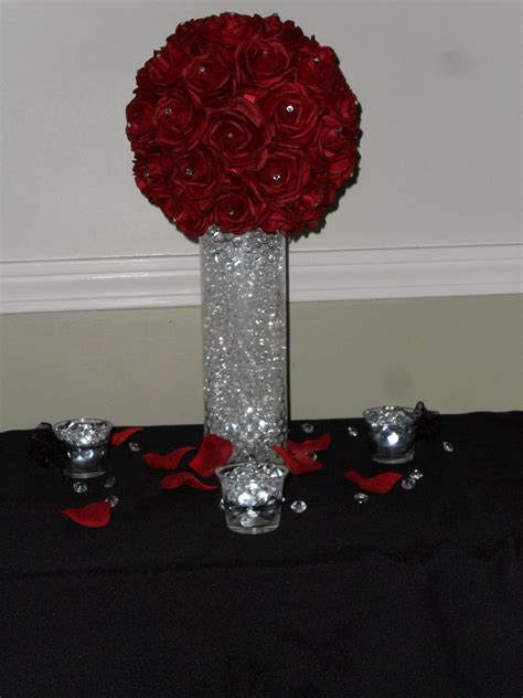 centerpiece with mulberry water gems and