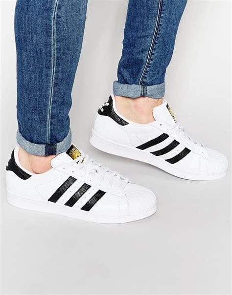 White Original adidas originals adidas originals superstar s75157 baskets motif animal chez asos