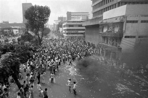 film dokumenter kerusuhan mei 1998 arbain rambey on twitter quot kerusuhan mei 1998 penjarahan