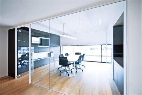 pareti vetro ufficio pareti divisorie mobili attrezzate per ufficio in vetro e