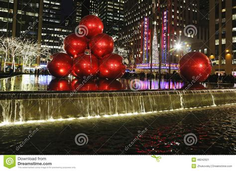 christmas decorations in midtown manhattan near