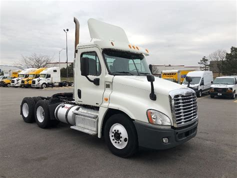 day cab tractors  sale  il penske  trucks