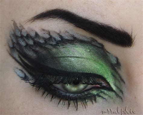 stylized snake scales for a slytherin inspired makeup