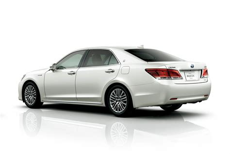 toyota crown 2016 toyota crown revealed gets 2 0l turbo