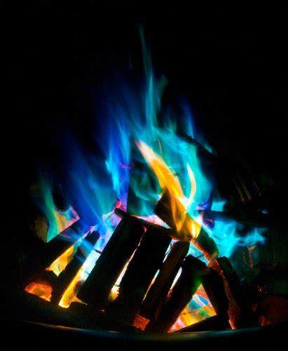 Feuer In Feuerschale Erlaubt by Buntes Feuer In Der Feuerstelle Feuerkorb Feuerschale De