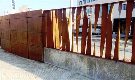 foto puerta  valla acero corten  sanitas de metalix