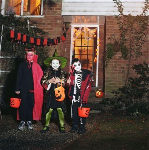 imagenes de halloween dulce o truco halloween truco o trato daniel angello