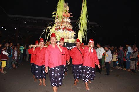 orang jawa indonesia perayaan satu suro tradisi malam sakral masyarakat jawa