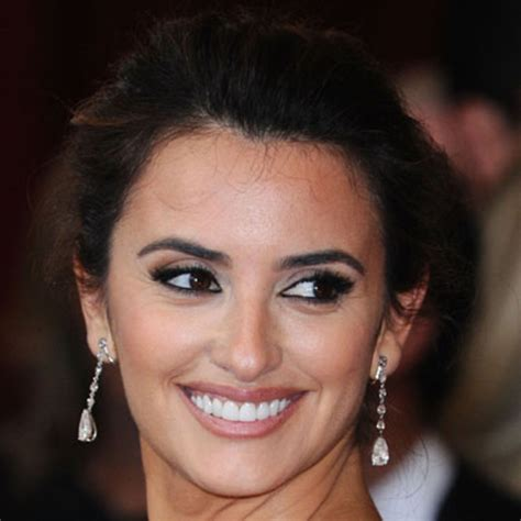 biography of a famous hispanic person penelope cruz biography biography
