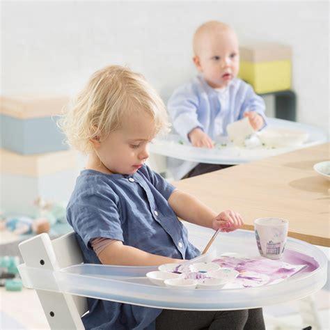 hoe voorkom je dat je vloerkleed schuift tip de playtray een tafelblad voor het eten kliederen
