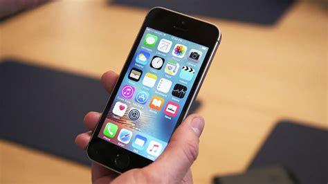 on iphone pictures 小さくなって片手操作できる iphone se を実際に手で持って操作してみるとこんな感じ gigazine