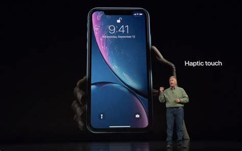 iphone xr brings one touch flashlight and shortcuts to the rest of us cnet cnet