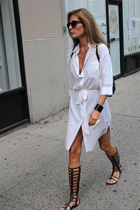 how to wear sandals how to wear gladiator sandals che