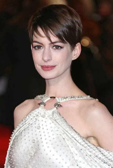 Anne Hathaway Hairstyles: Short & Long Haircuts on Anne