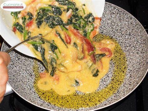 spinaci cucinare frittata con spalla di prosciutto crudo e spinaci