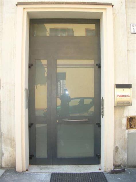 portone ingresso condominio portoncino d ingresso condominiale