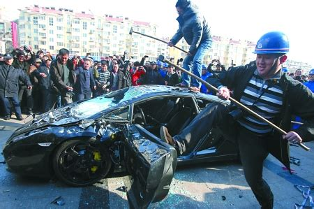 Lamborghini Smash Owner Smashes Lamborghini Gallardo To Get Service