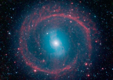 imagenes impresionantes de la galaxia nasa en espa 209 ol la galaxia de la rueda brilla en infrarrojo