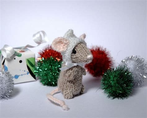 knitting pattern christmas mouse holiday mice crochet knit animals toys pinterest