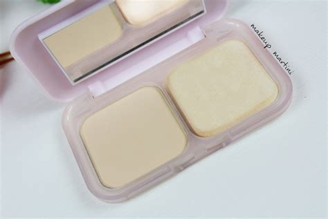 Maybelline Compact Powder maybelline clear glow compact powder review swatch price