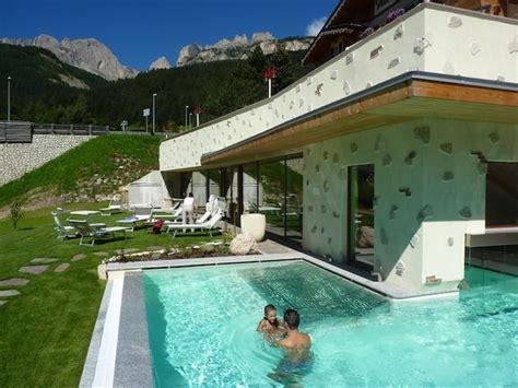 piscina interna riscaldata zona benessere con piscina esterna riscaldata family