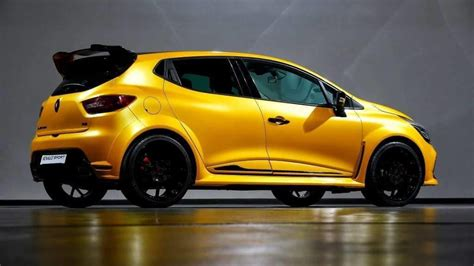 Leaked Pics of Ultimate Renault Clio RenaultSport   Cars.co.za