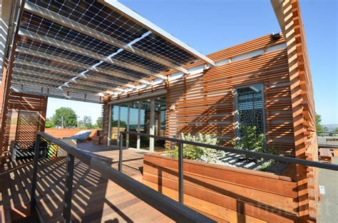 solar powered house ls 8 amazing homes that are 100 powered by the sun