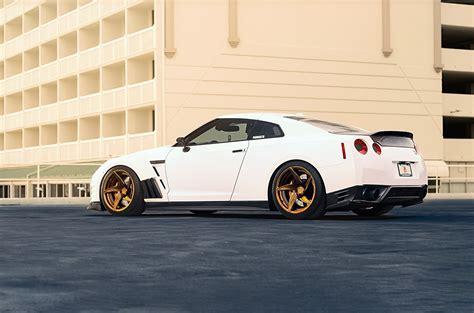 white nissan gtr wallpaper wallpaper nissan gt r r35 white cars side