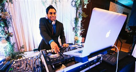 What Should Your Wedding DJ Wear?   Etiquette & Attire