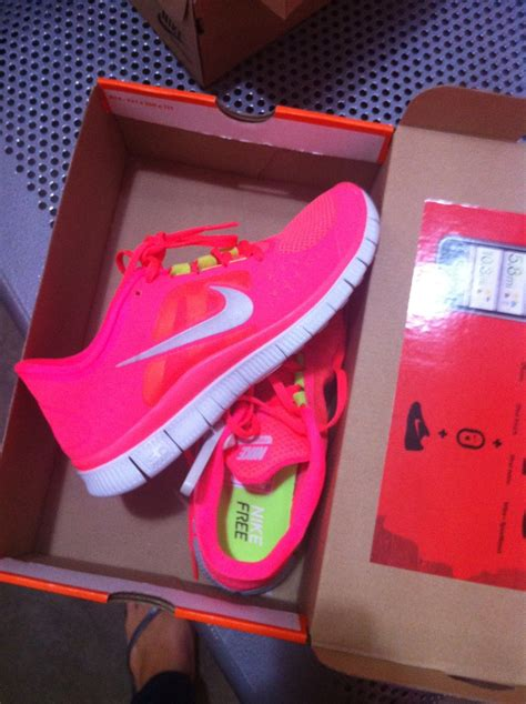 nike neon pink running shoes neon pink nike free 5 0 best running shoes i em