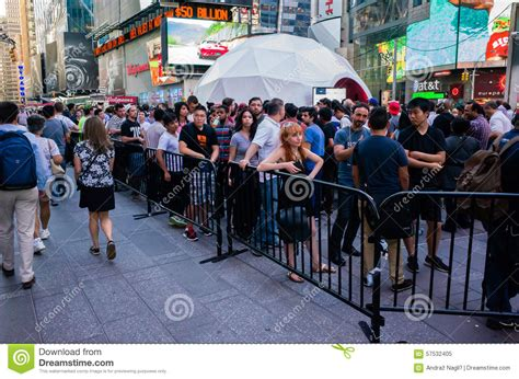 new york city wedding wait time waiting in line for oneplus 2 smart phone event on times editorial image image 57532405
