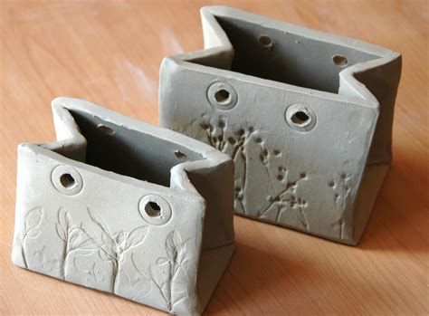 the paper bags made of clay