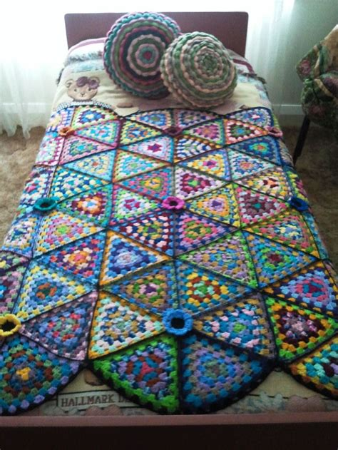 pattern for triangle afghan pin by gk roslund 2 on sew crochet knit this pinterest
