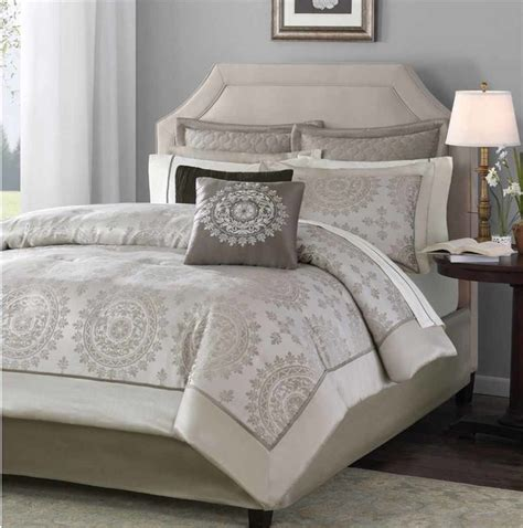 Comfortable Comforter Sets by 12 Comforter Set Decorating On A Budget In Los
