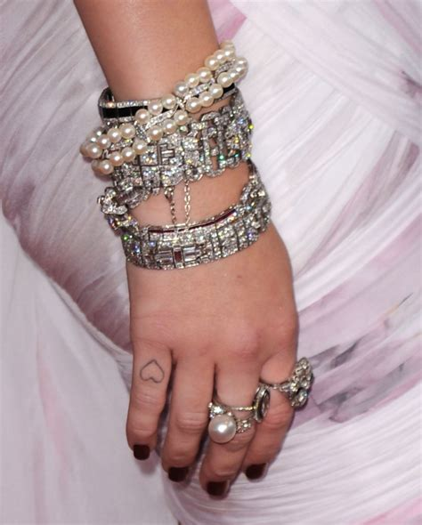 miley cyrus finger tattoos miley cyrus gets no 5