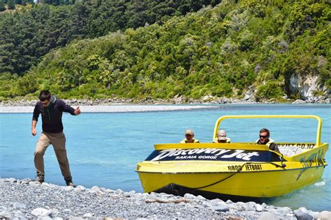rakaia jet boat jet boat and hiking in the rakaia gorge backpacker guide