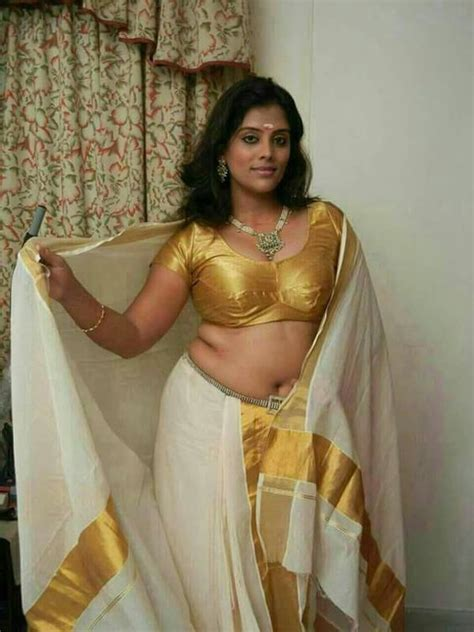 pooja nair hot navel aunty photos without saree sexy aunty photo collection