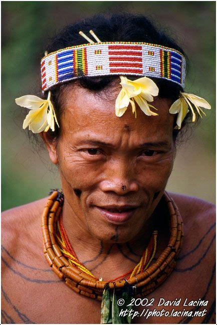 tato di mentawai mentawai sikerei siberut island indonesia tattoos