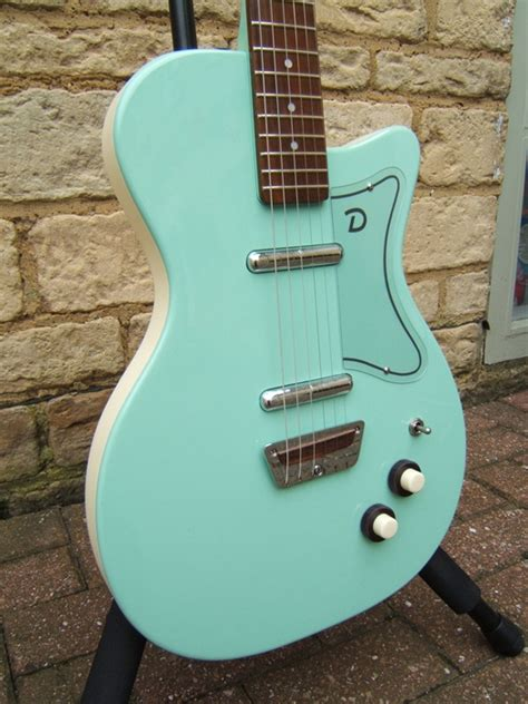 danelectro  electric guitar absolute brilliance