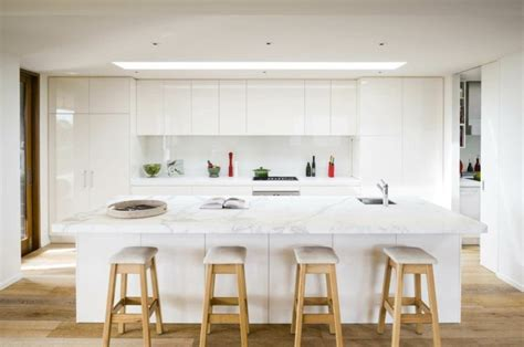 Average Cost Of New Kitchen Cabinets by Color Blanco Y Madera De Roble Para Las Cocinas Modernas