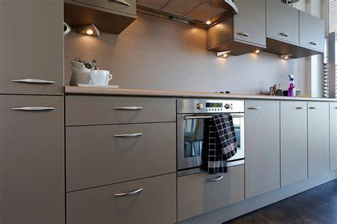keller keukens scharnieren keller kasten keukenarchitectuur