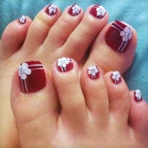 flower design on toes nail art for your beautiful feet nailkart com