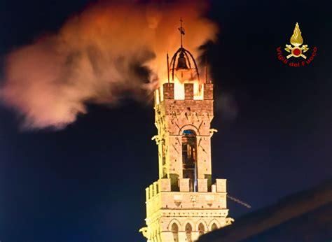 candele ornamentali paura a siena brucia la torre mangia rogo causato da
