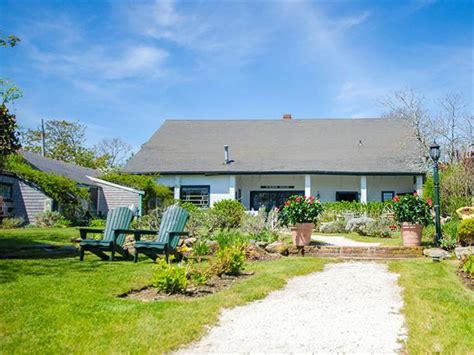 summer house nantucket the summer house cottages nantucket compare deals