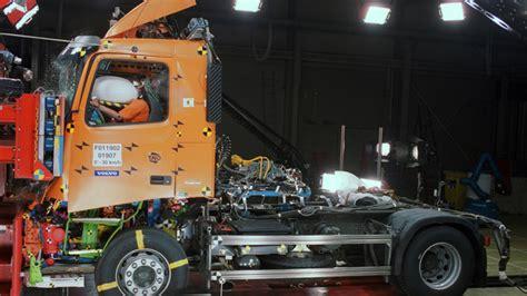 2013 volvo big rig volvo big rig crash test photo gallery autoblog